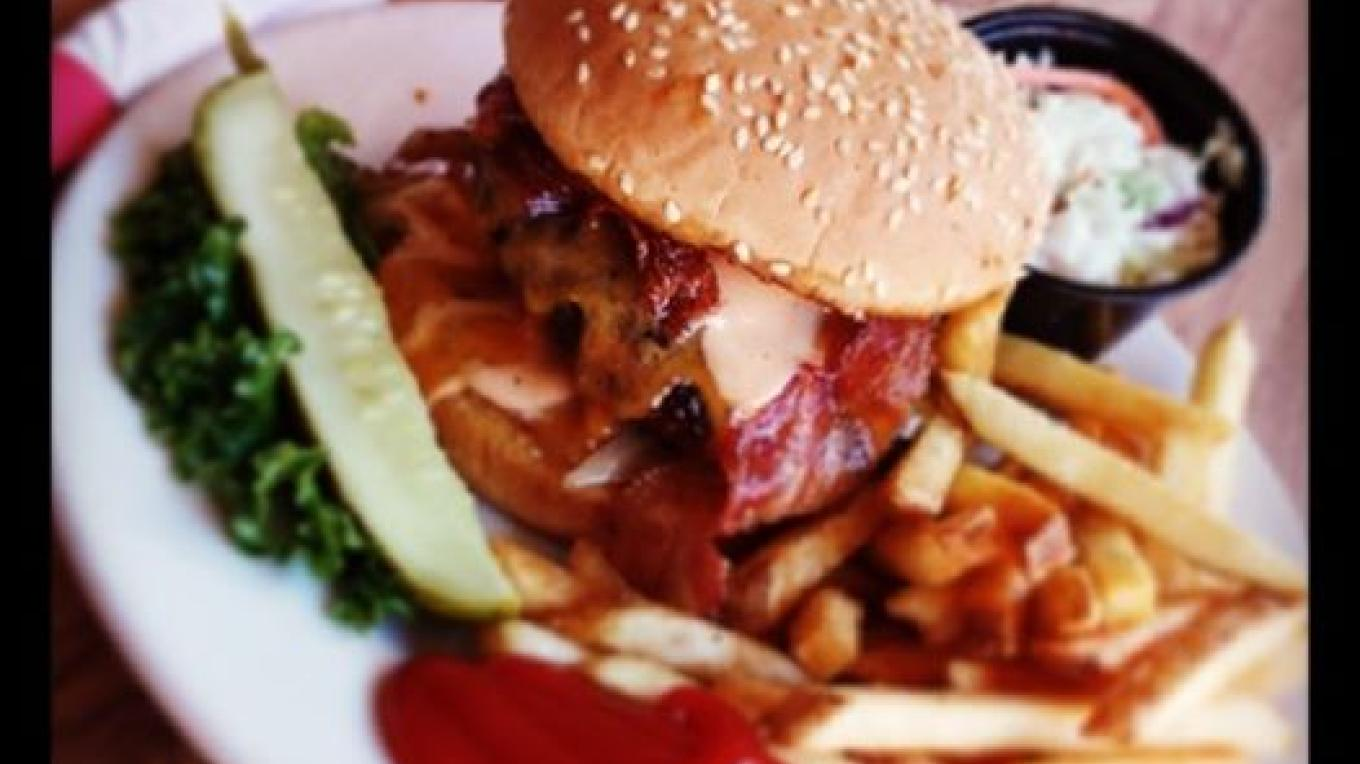 "The ""Famous"" Bucky Burger! – Nate Strayve"