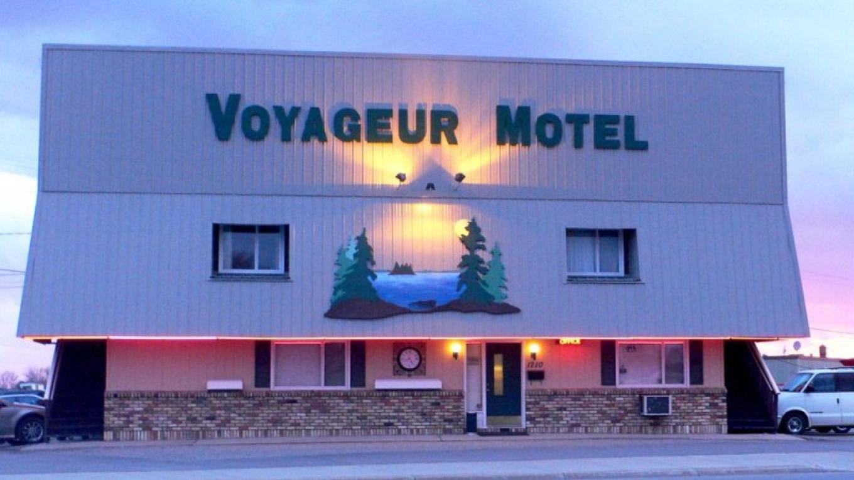 Lights up at night – Voyageur Motel