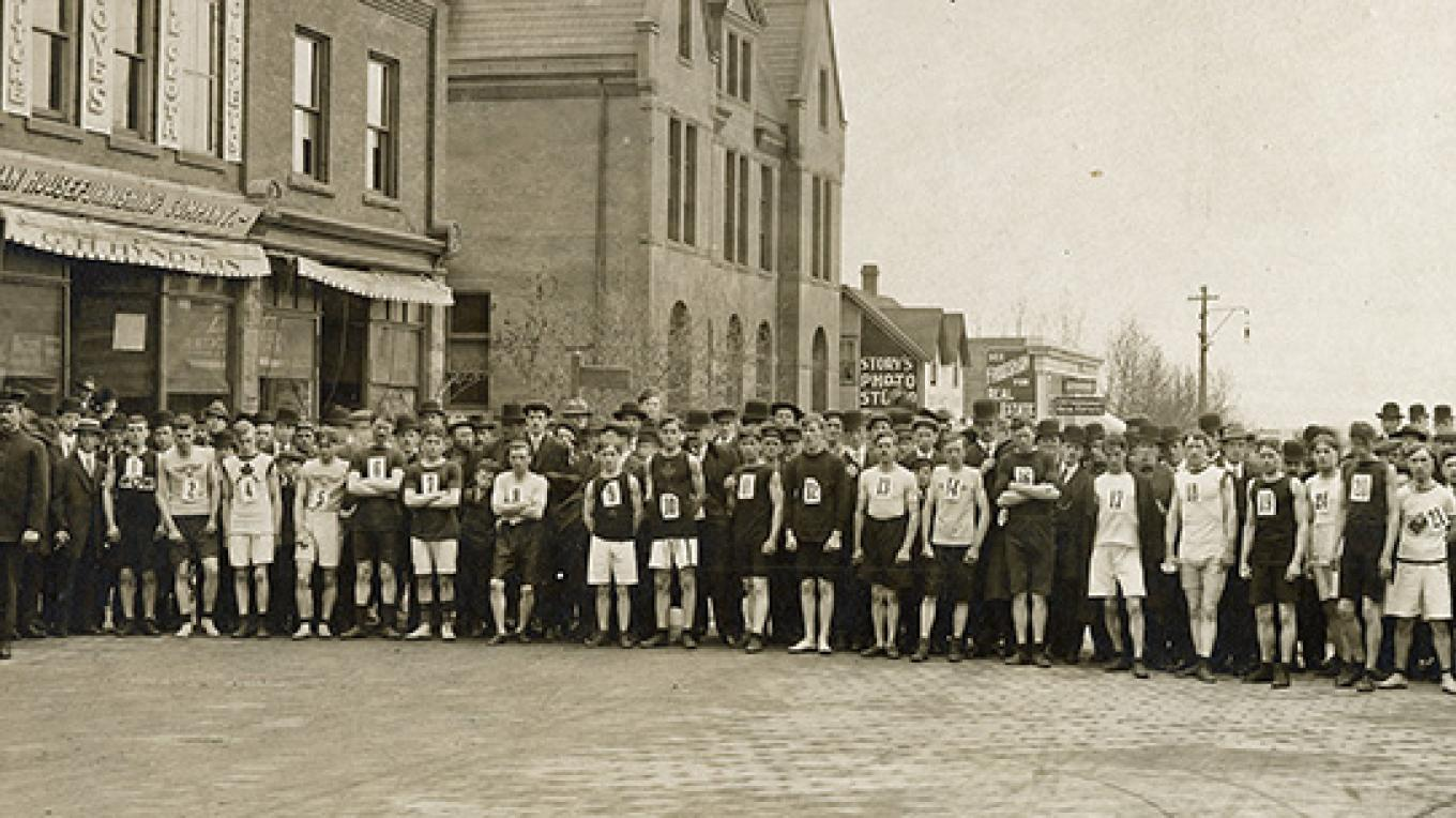 Runners line up for start of 1910 race on May St. – Courtesy of Northwestern Ontario Sports Hall of Fame