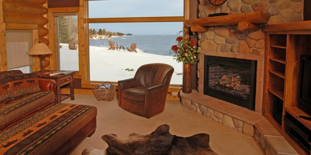Lake Home living room. – Odyssey Resorts