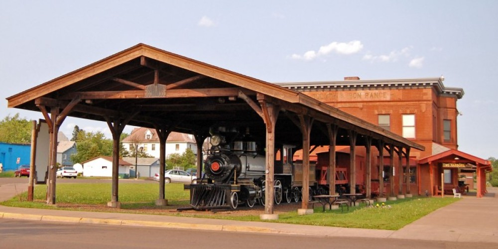 The 3 Spot display group along side the D&IR Depot Museum – Mel Sando