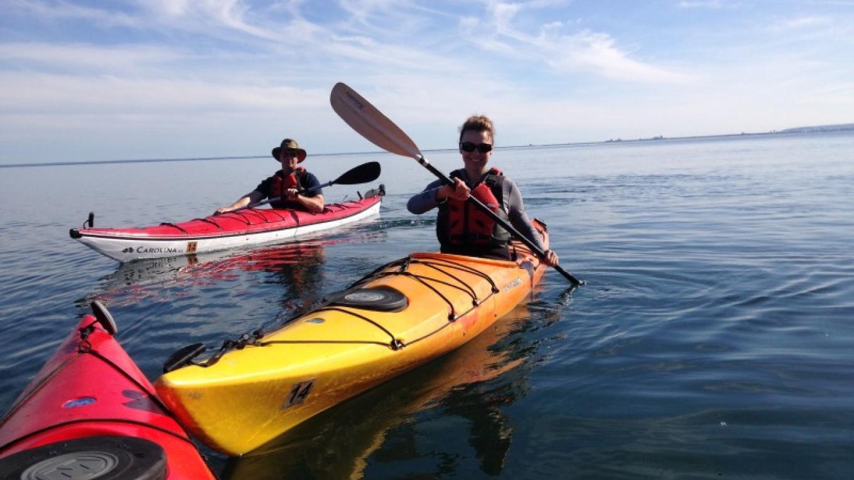 Tour participants kayaking on Lake Superior – Matti Erpestad