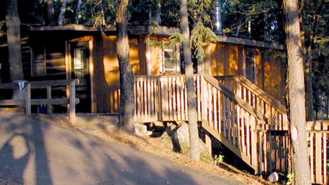 Cabins have deck and Weber Grills – Pine Point Lodge