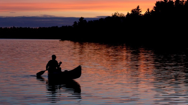 Sunset paddle – Northernair Lodge