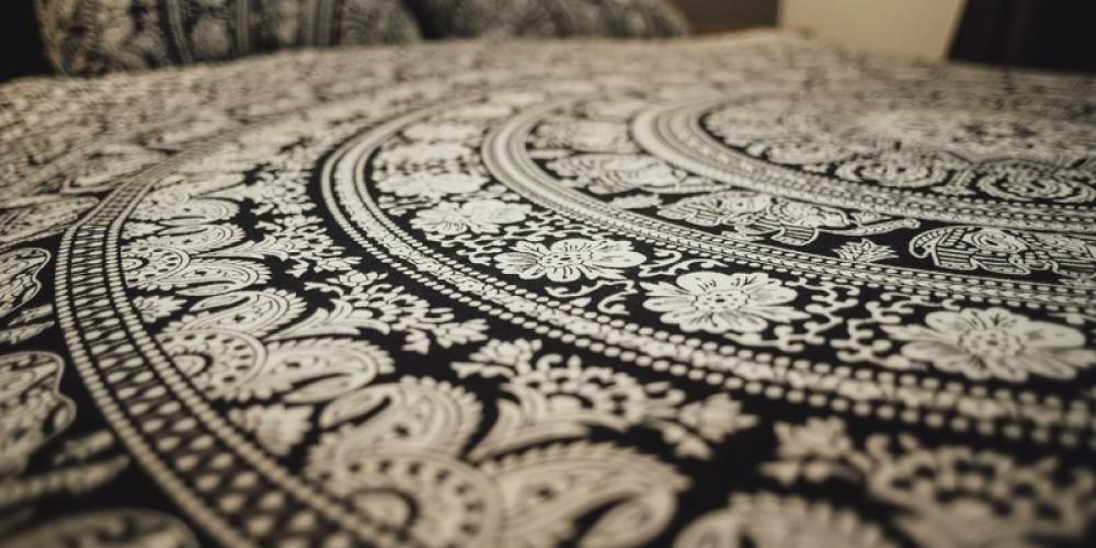 Queen Linens – Laura Paxton