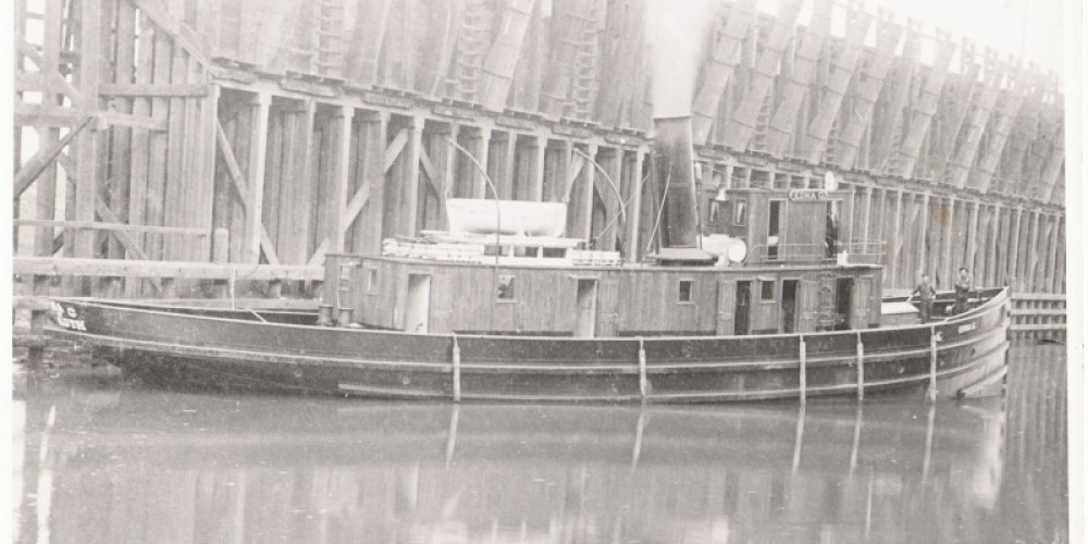 The Edna G in 1896 with her original wooden superstructure – Lake County Historical Society Archives