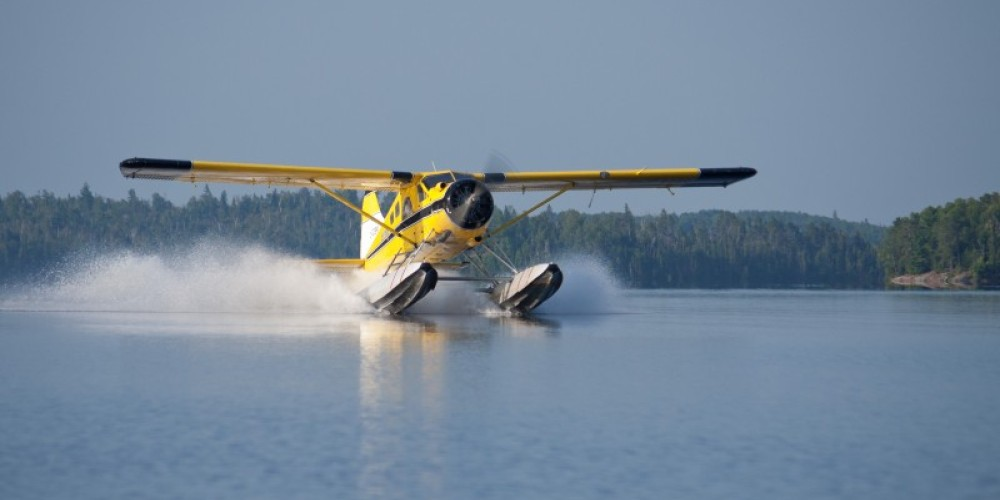 Ignace Airways Beaver landing on Agimak Lake in Ignace, Ontario – Karen Greaves