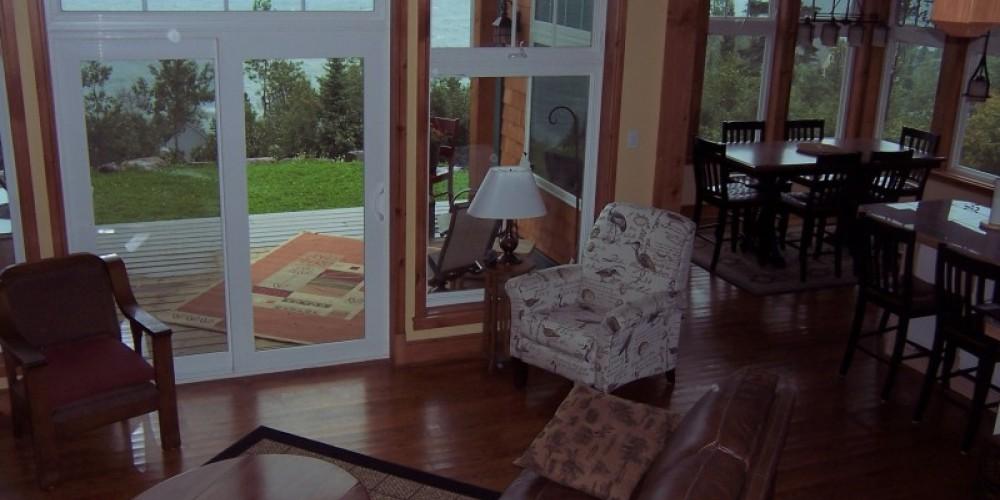 Living room/ dining area – Bonzi Wuebben