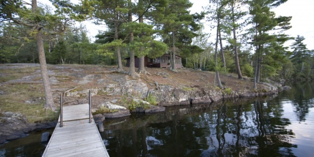 Cabin 17 perched high on the ledgerock. – Northernair Loage
