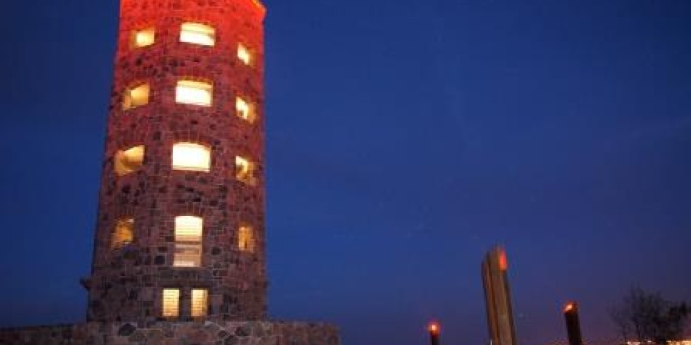 Enger Tower shines at night with new lighting elements funded by Rotary Club of Duluth #25. – Pakou Ly