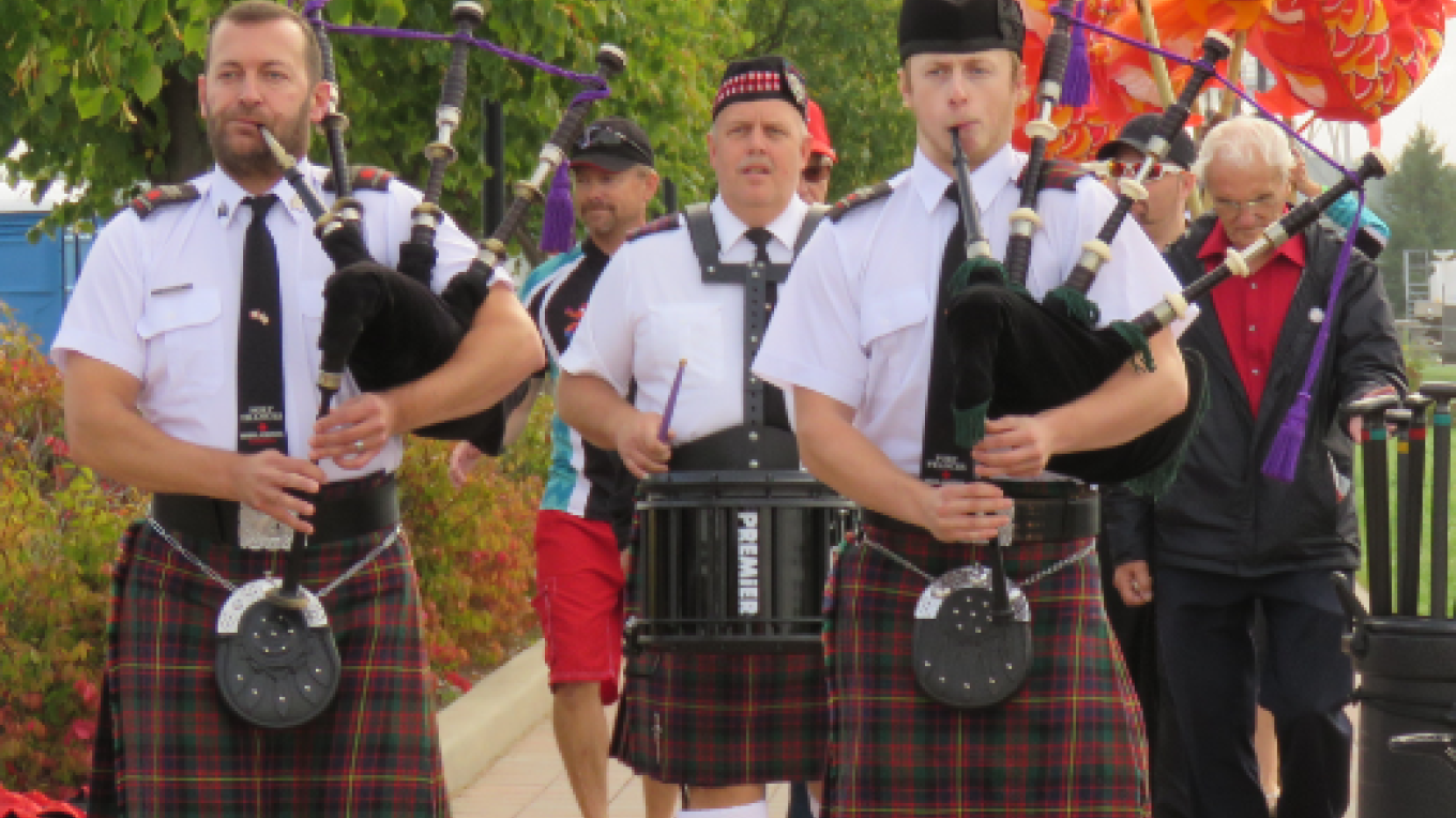 Parade of teams led by the Highlanders during the opening ceremonies. – Yulia Whalen, IBWDBF