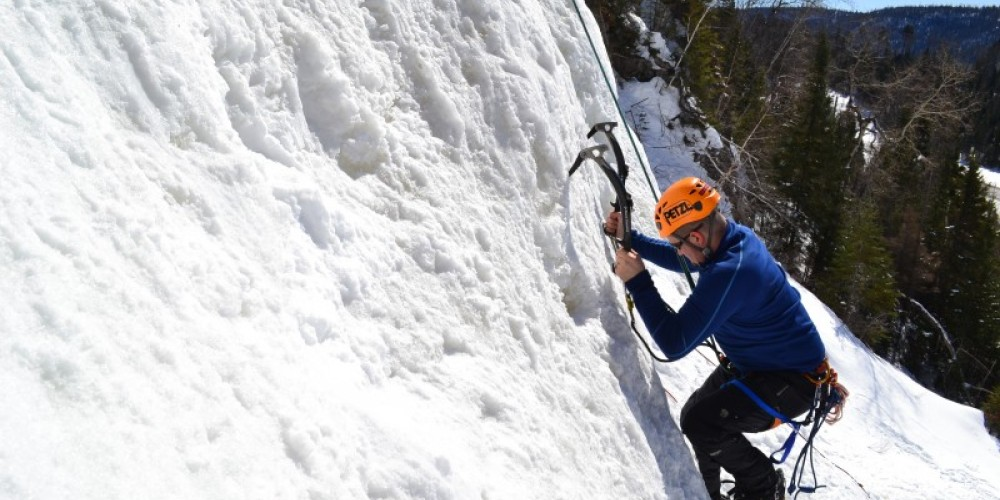 Guide Ice Climbing Adventures and Courses in Thunder Bay, Nipigon, and Kama Bay – Aric Fishman