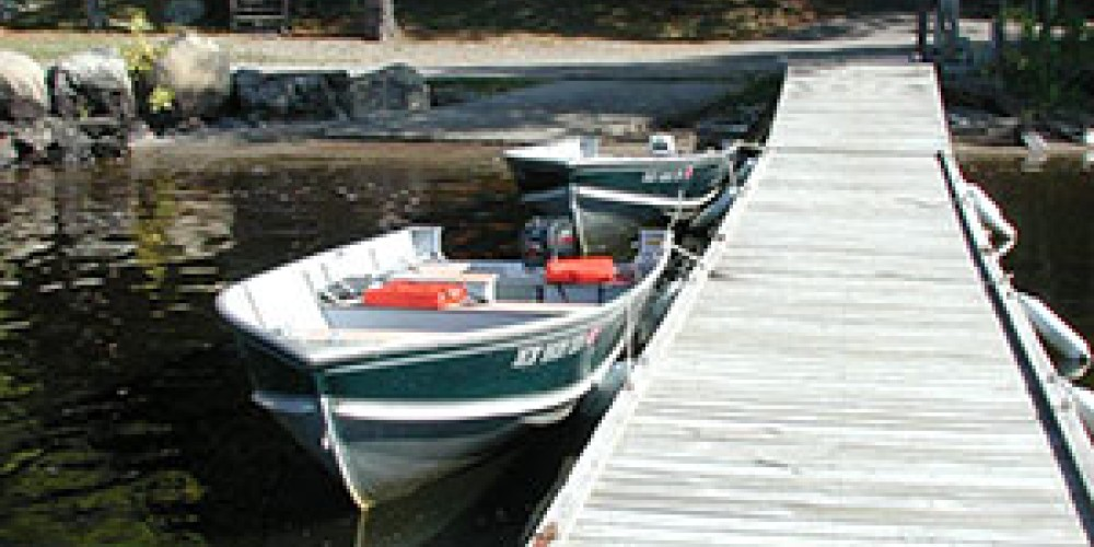 Ample dock space within feet of your cabin – Pine Point Lodge