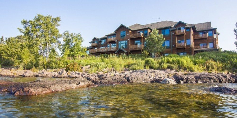 Authentic Log Lodge on the shore of Lake Superior – Odyssey Resorts