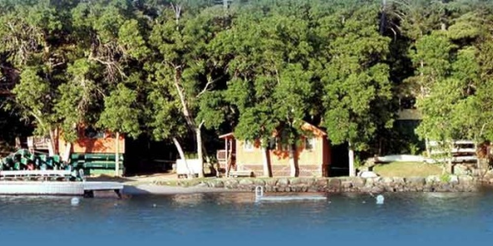 Pine Point's lake-front cabins – Pine Point Lodge