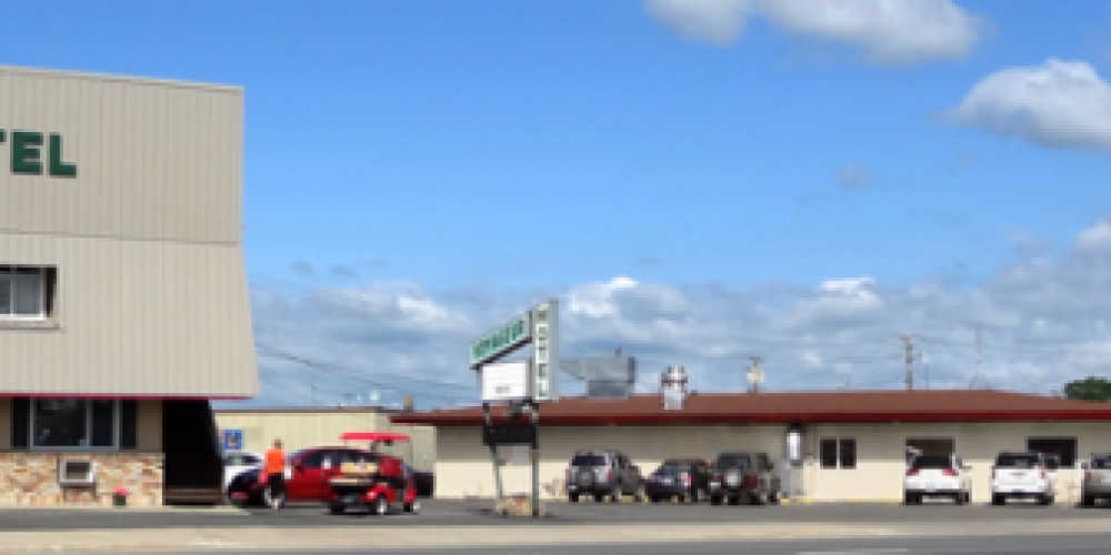 Voyageur Motel in foreground with Voyageur Restaurant and Holiday StationStore – Sandy Netland