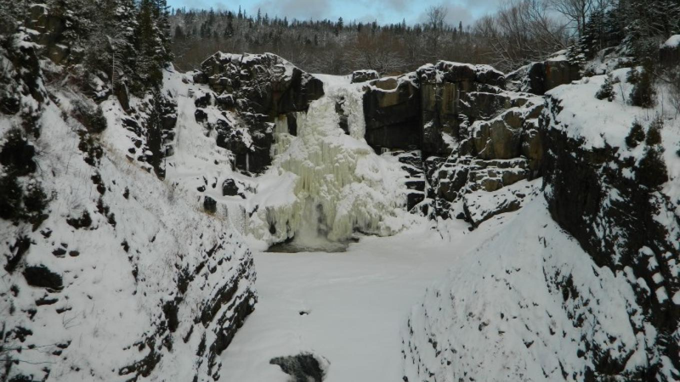 High Falls in Winter – Jonathan Laxen