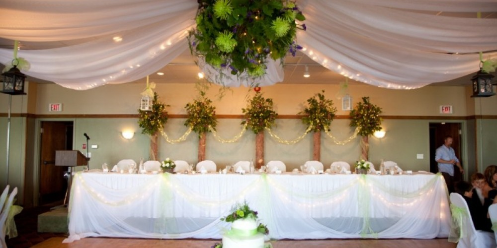 Wedding Reception in Banquet Hall – Photo by Jodi Klassen