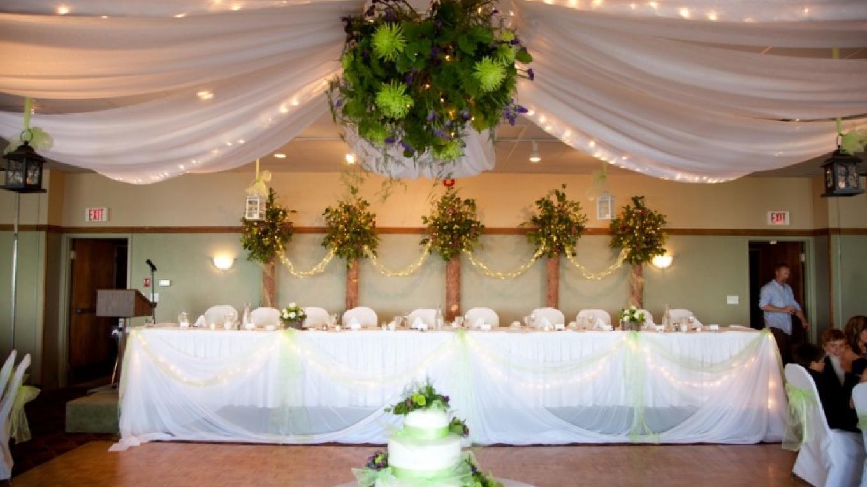 Wedding Reception in Banquet Hall – Photo by Jodi Klassen