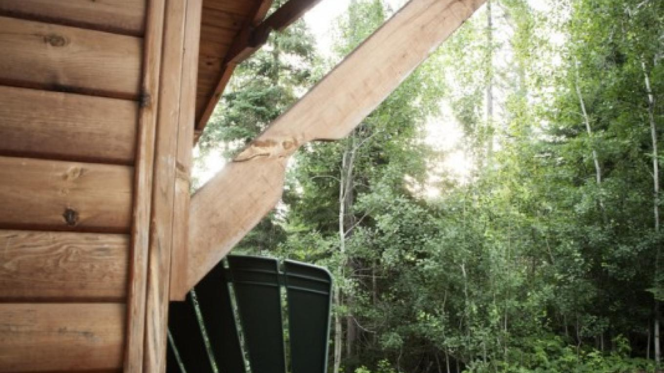 A deck of one of the bunkhouses at Voyageur Canoe Outfitters – Voyageur