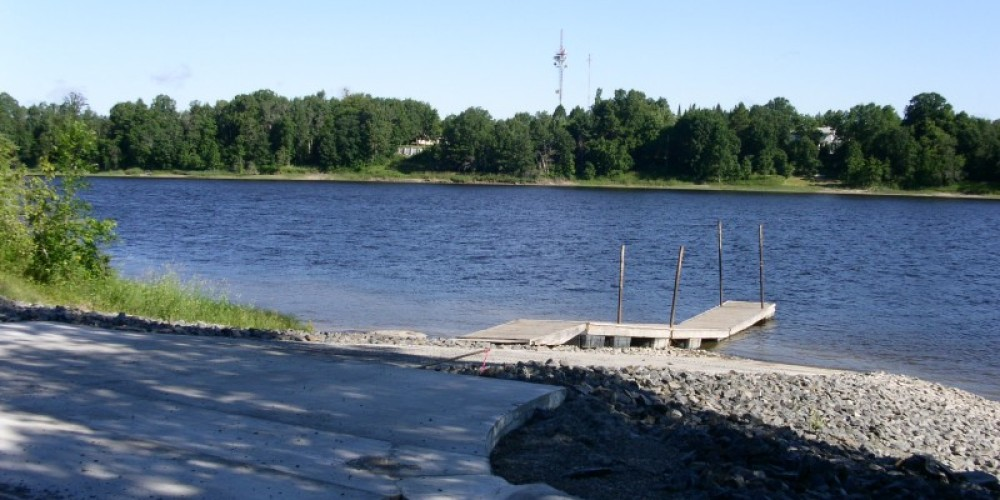 Looking down the ramp at the Ron Hall Access, that is Fort Frances, Ontario, Canada across the river. – International Falls, Rainy Lake and Ranier CVB