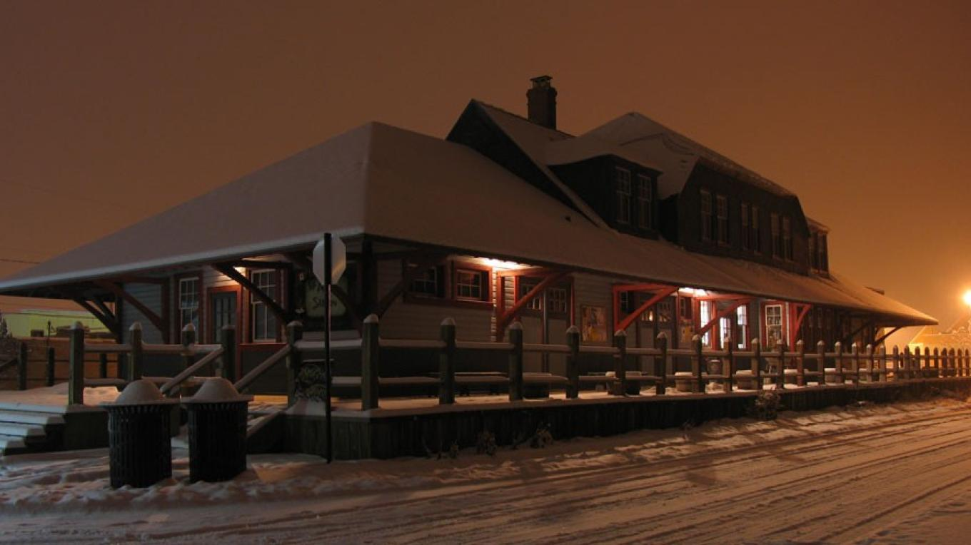 Christmas Night, Fernie Station – David Thomas