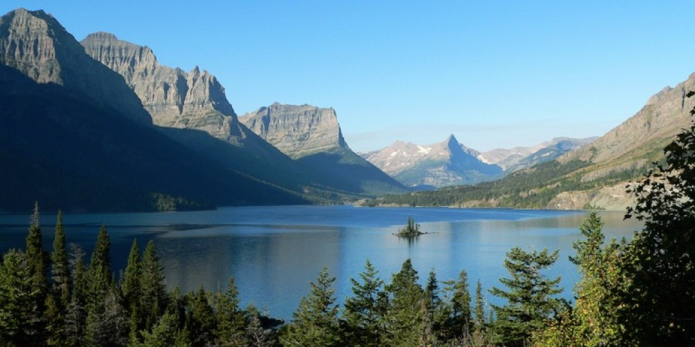 St. Mary Lake and Wild Goose Island, as seen from Going-to-the-Sun Road. – Ken Thomas / Wikipedia