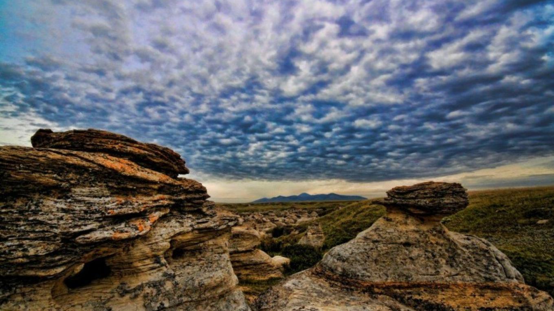 Hoodoo landscape in Writing-on-Stone Provincial Park / Áísínai'pi National Historic Site – J. Novotny, Alberta Parks