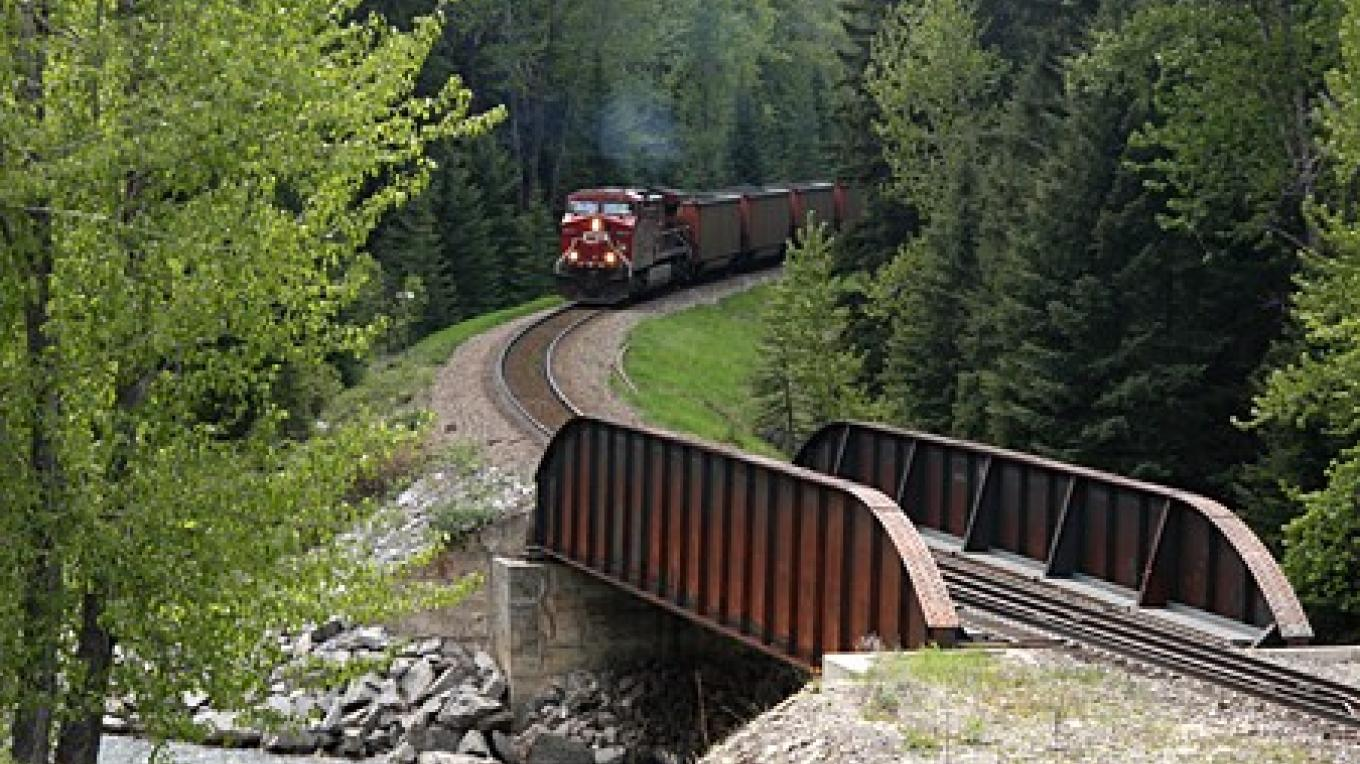 CPR coal drag approaches one of several crossings of Michel Creek on Corbin branch. – David Thomas
