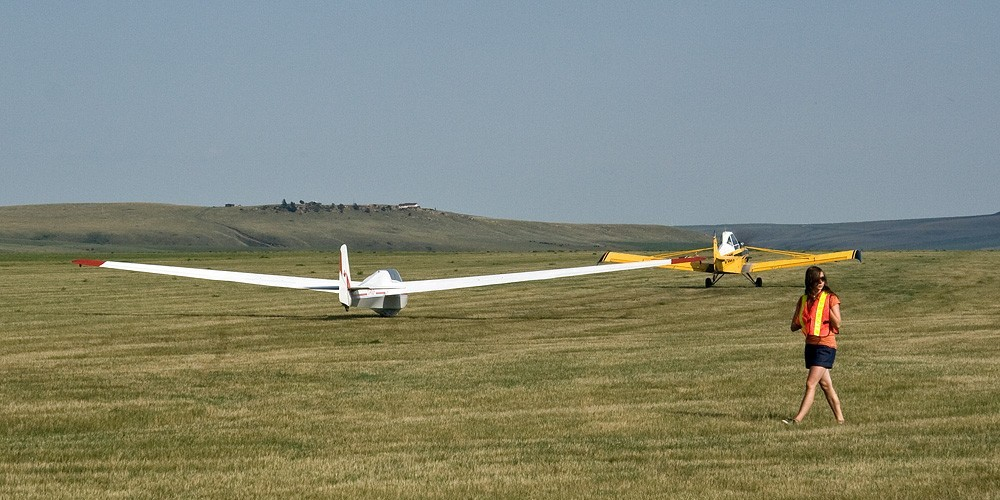 Launch time at Cowley soaring camp. – David Thomas