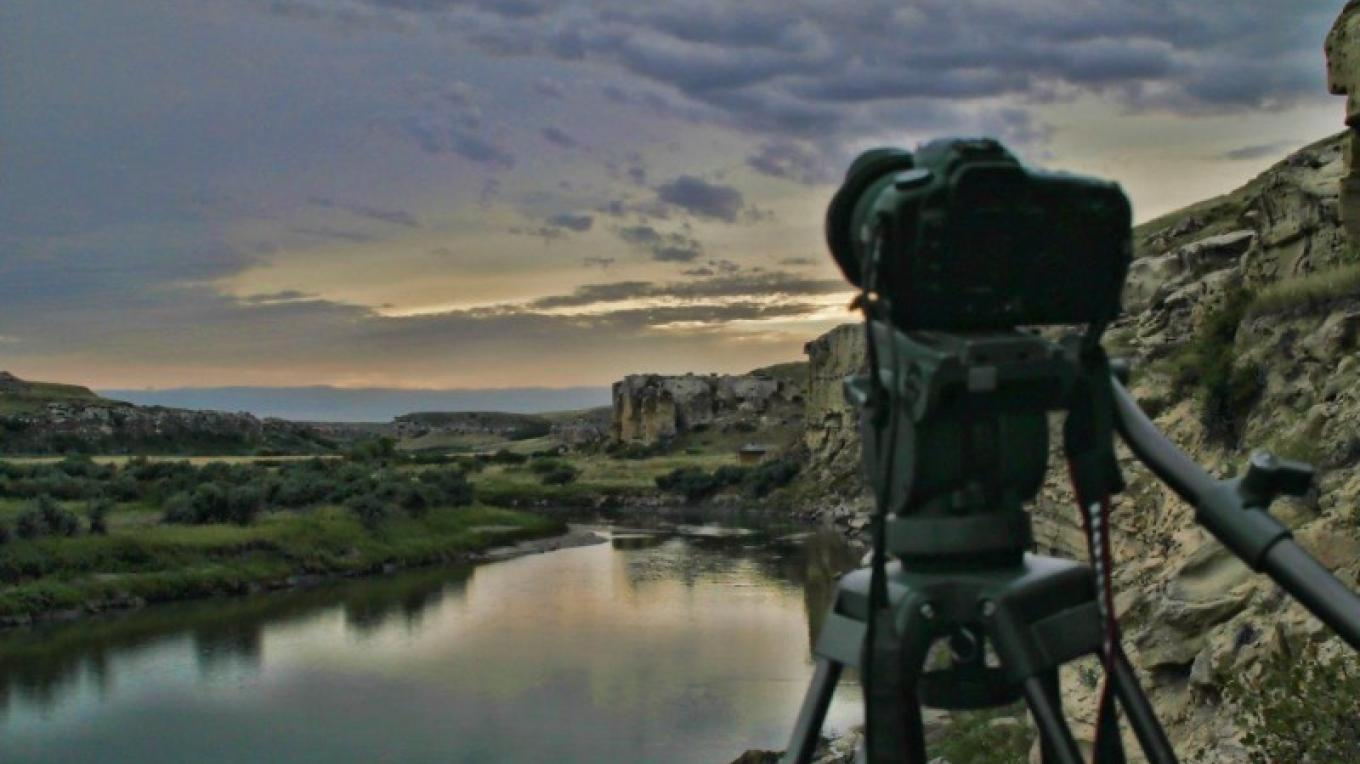 Photograph this spectacular landscape as part of your experience in Writing-on-Stone Provincial Park / Áísínai'pi National Historic Site – J. Novotny, Alberta Parks