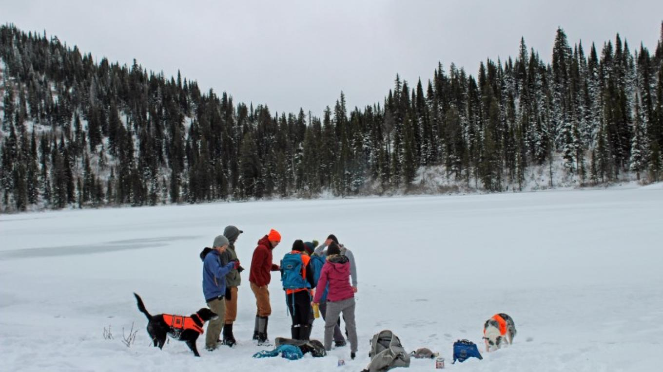 Hikers gathering for group photo on Strawberry Lake. – Sheena Pate