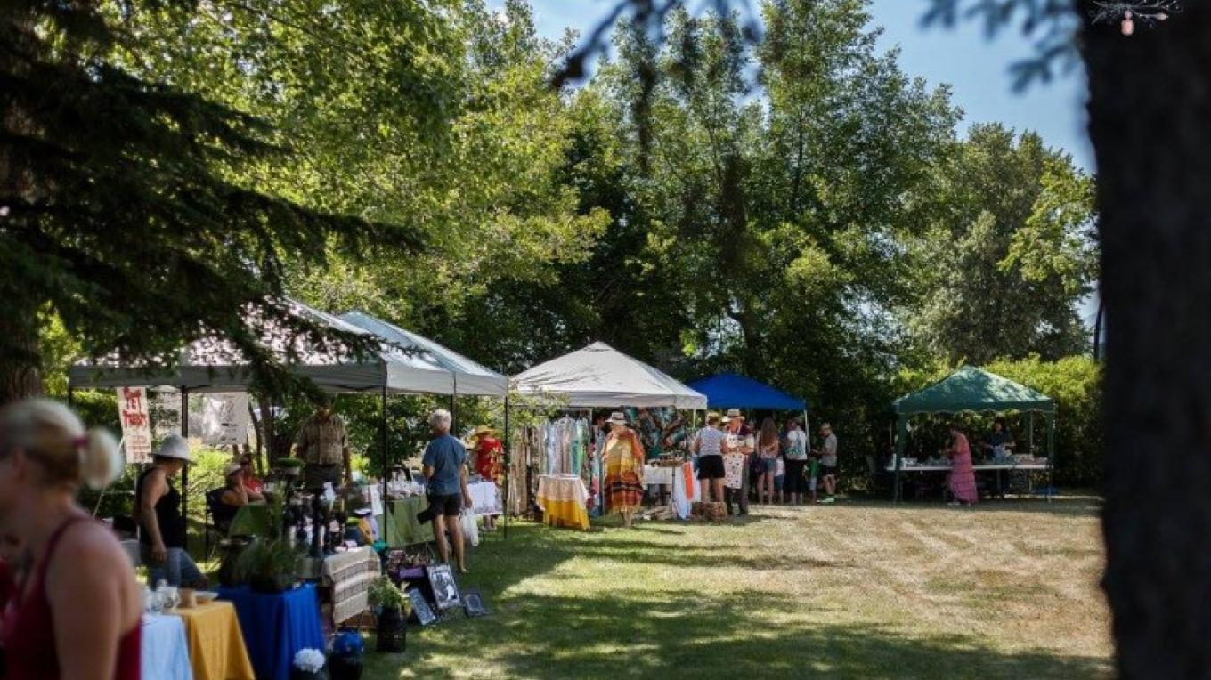 Crowsnest Community Market – Sally Ann Taylor Photography