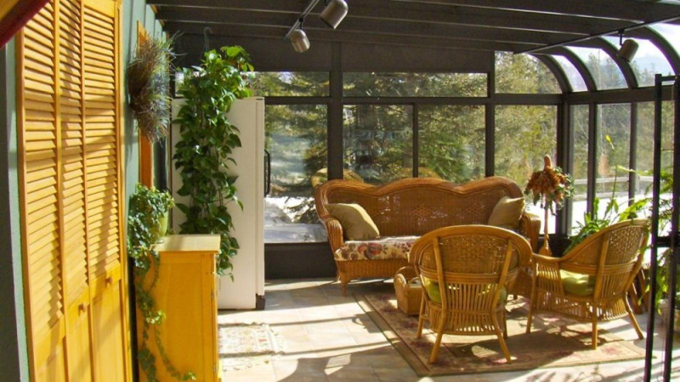 Going-to-the-Sun Room guest seating area. – Raven Moss