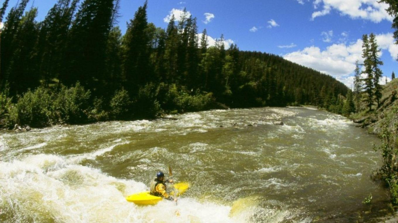 Livingstone River an experienced kayakers' dream. Enjoy angling, bird watching and photography. – Travel Alberta