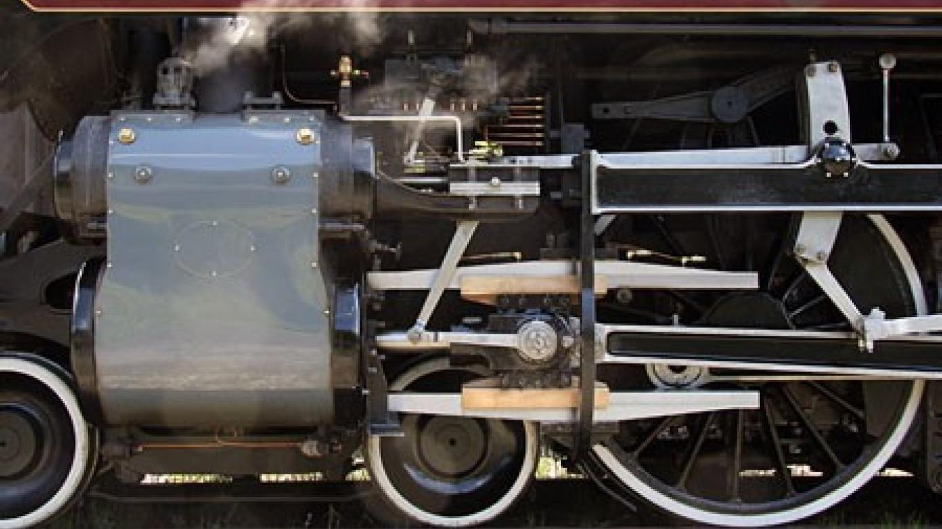 Lovingly polished valve gear of CPR 2816 – David Thomas