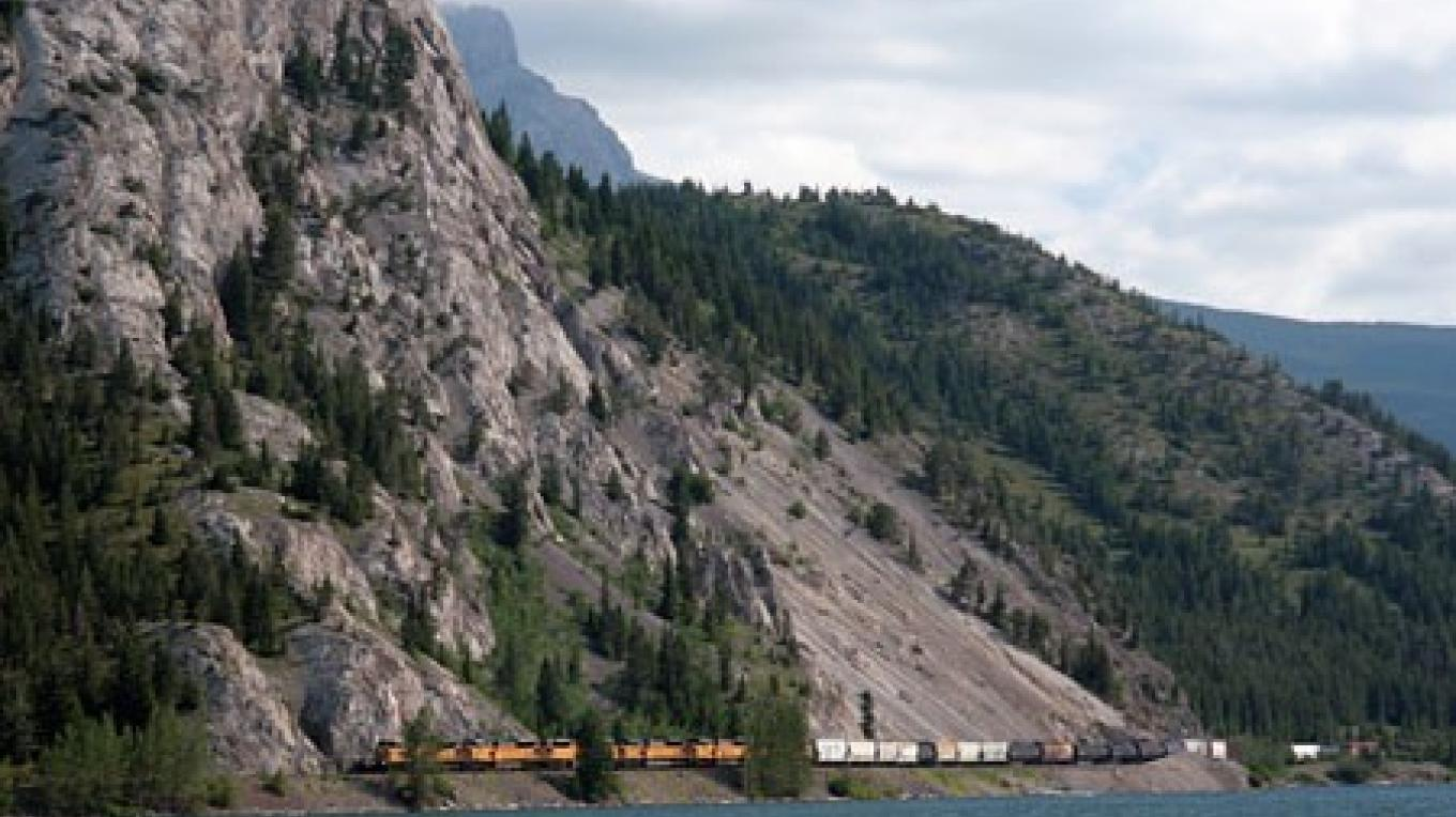 Six leased Union Pacific locomotives lead CPR freight westbound alongside Crowsnest Lake. – David Thomas