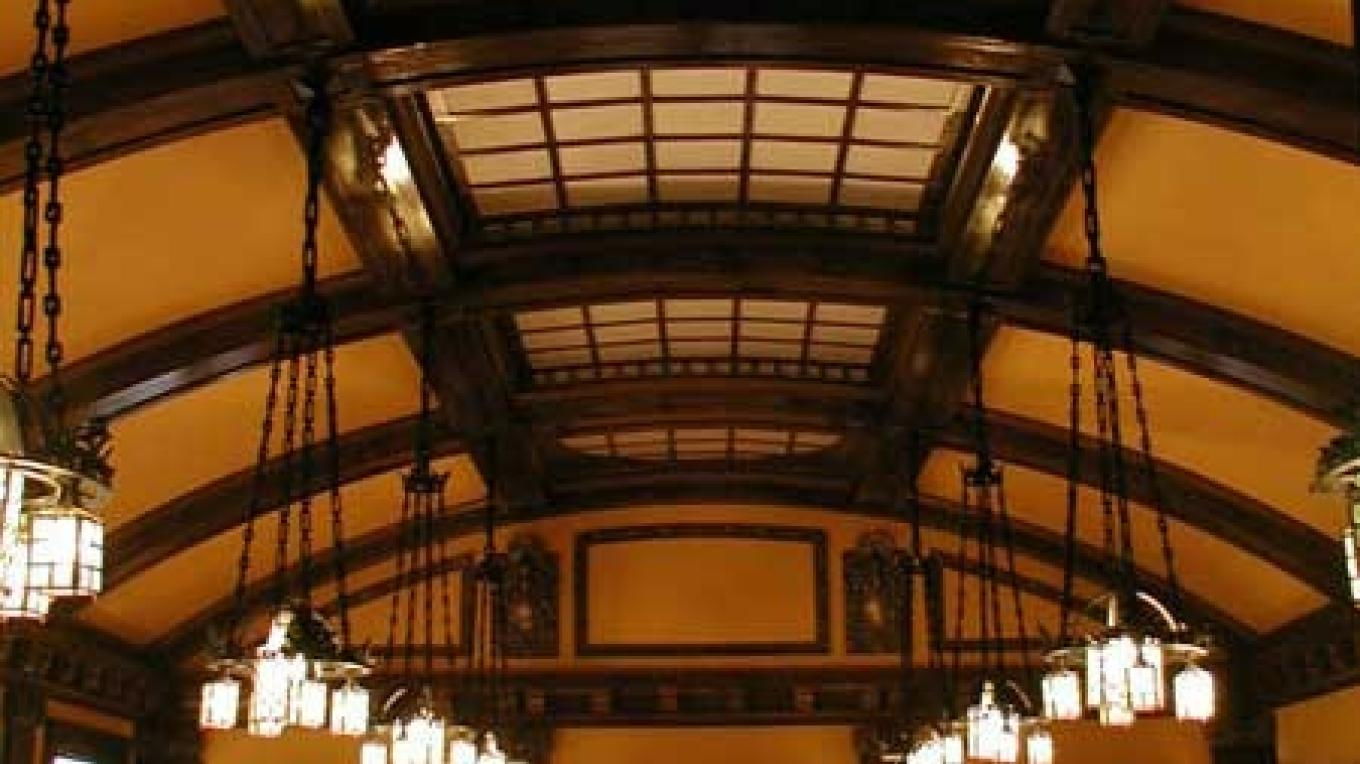 The Royal Alexandra Cafe was one of the finer features of the Royal Alexandra Hotel which was built in 1906. – TrainsDeluxe.com