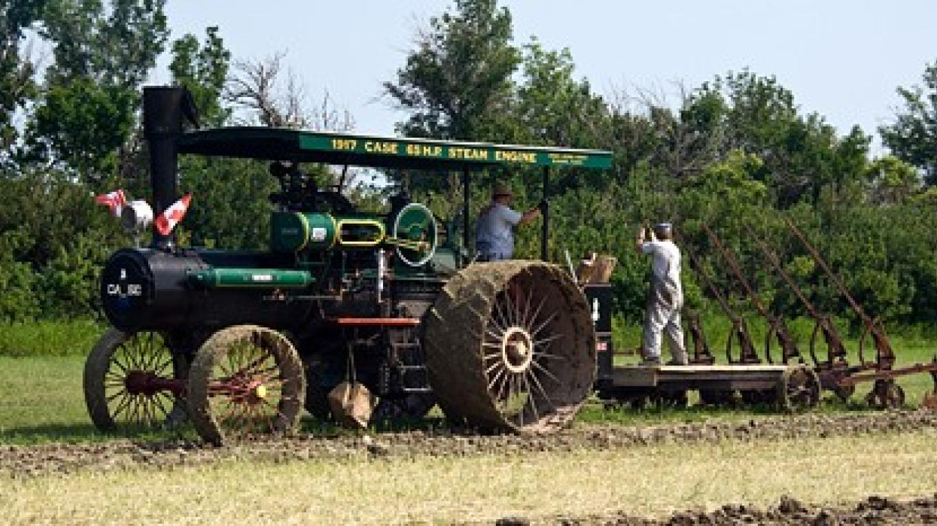 Steam tractor and rare five-blade plough – David Thomas