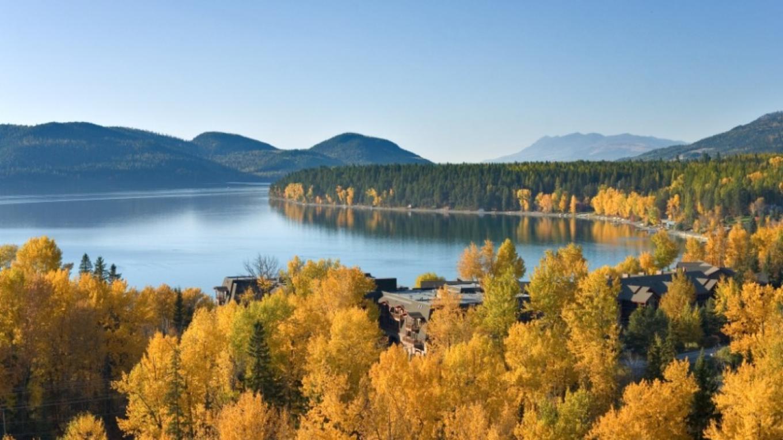 Fall colors along the Whitefish Lake shoreline. – gravityshots.com