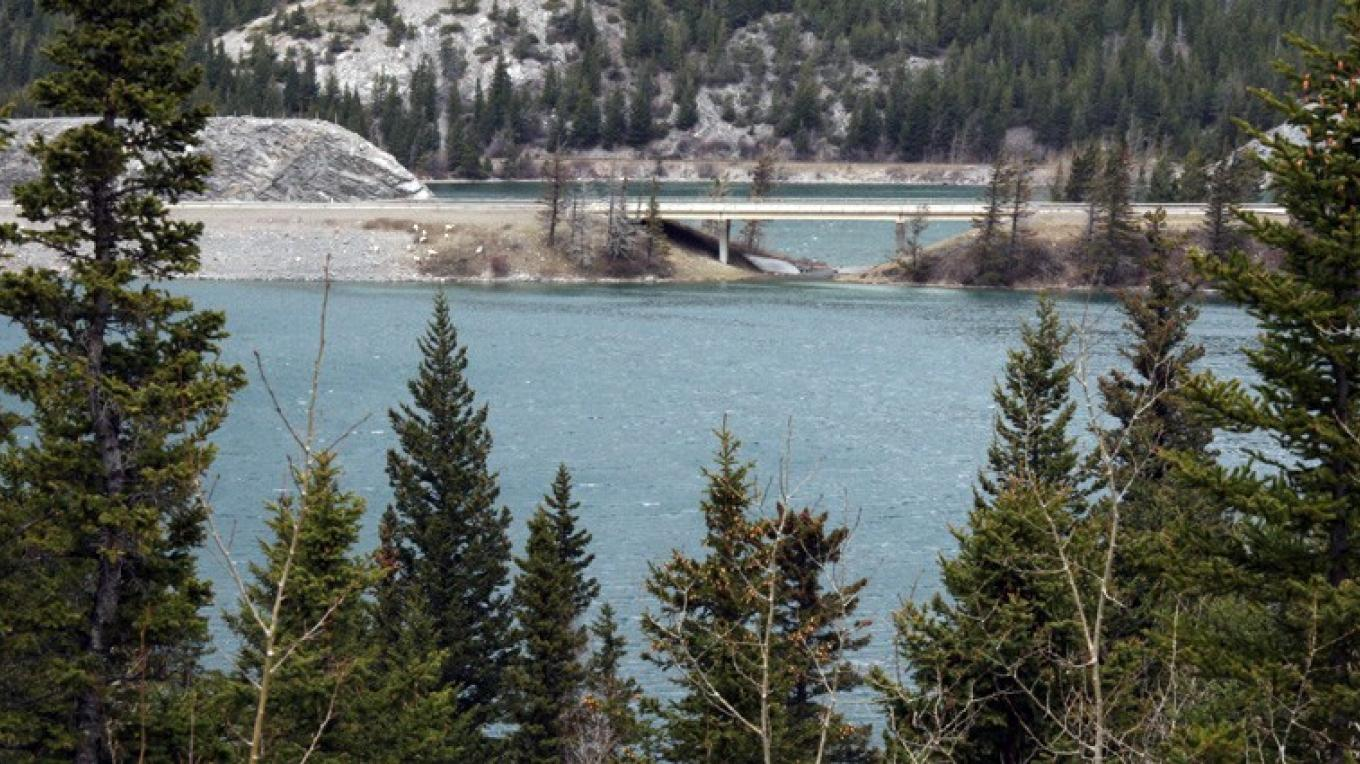 Seasonally, Emerald Lake empties into Crowsnest Lake via outlet under Highway 3. – David Thomas