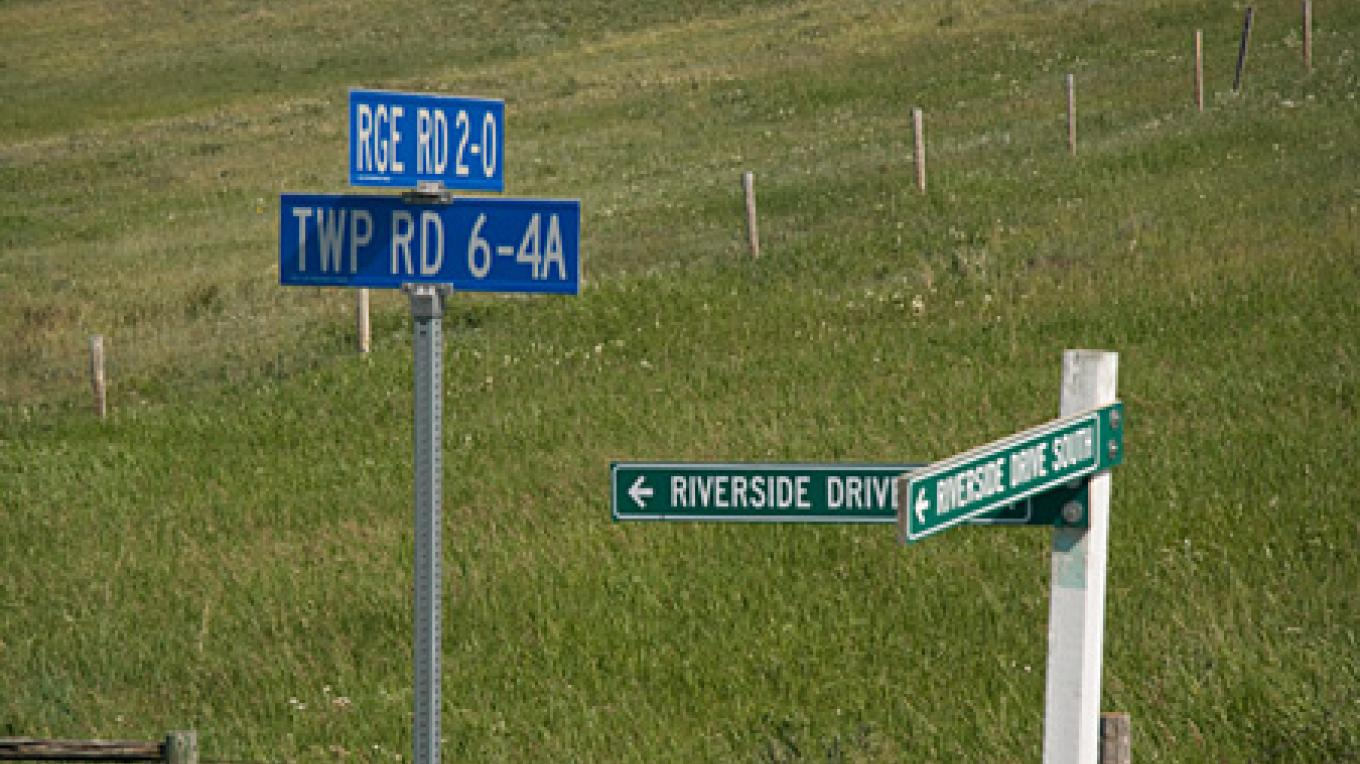 Road signage is excellent throughout the Castle River valley. – David Thomas