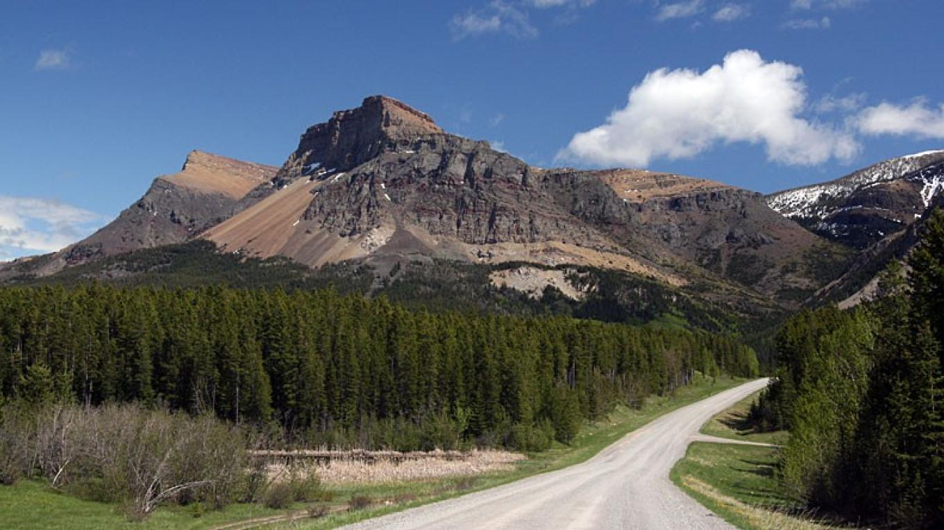 Table Mountain dominates the landscape on the road to Beaver Mines Lake. – David Thomas