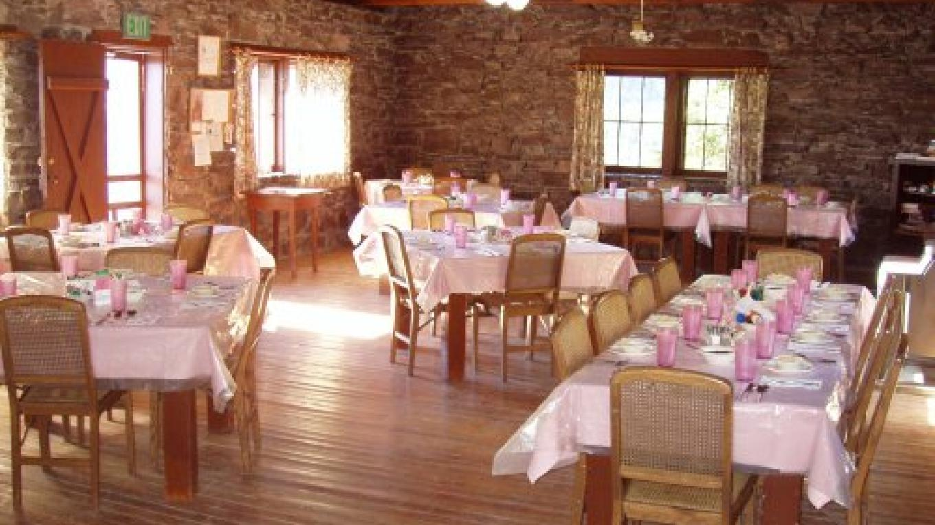 Sperry Chalet Dining Room – Beltons Chalets