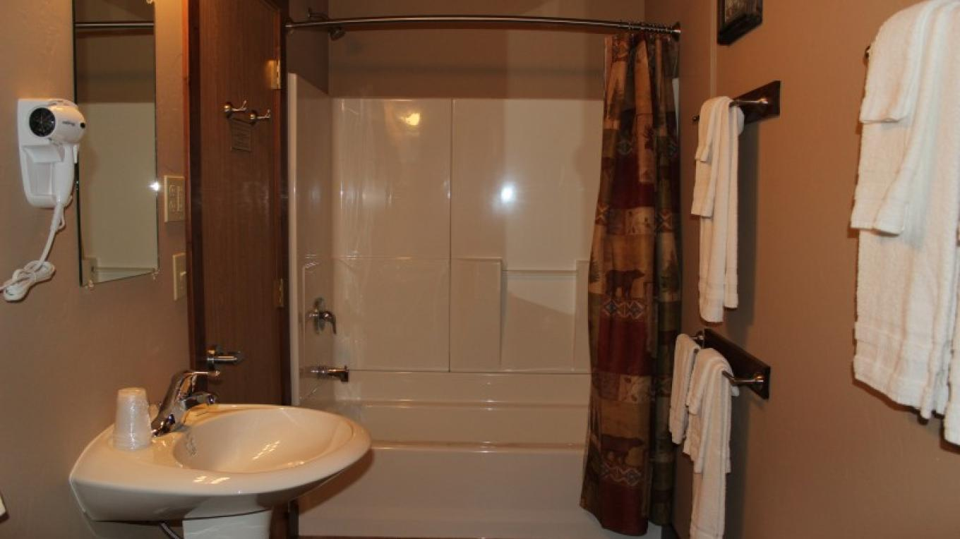Typical bathroom in Lodge Rooms.