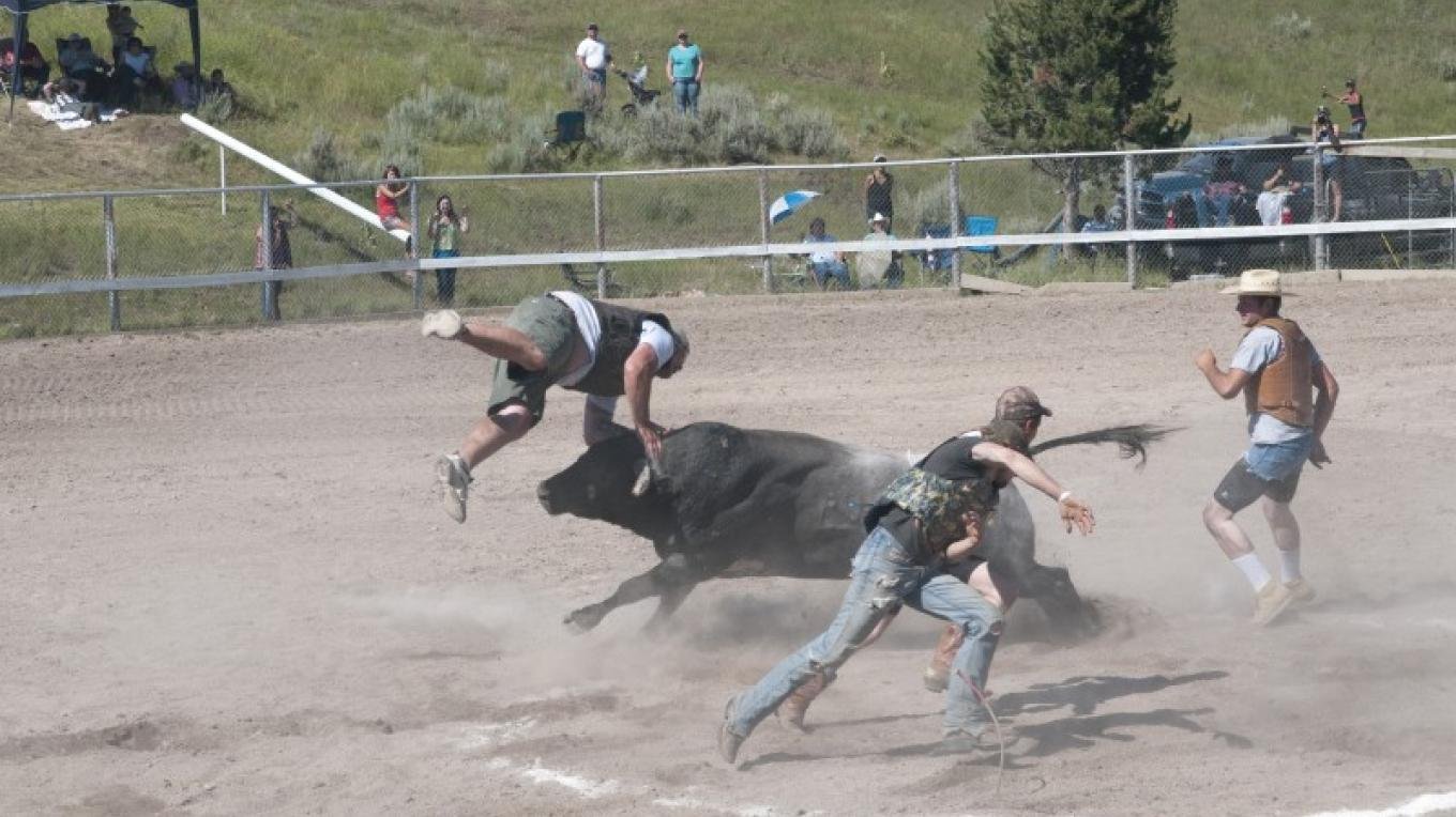 A chalk ring, a few stouthearted individuals and loose bull. Who can last the longer in The Ring of Fire – Roger M. Dey