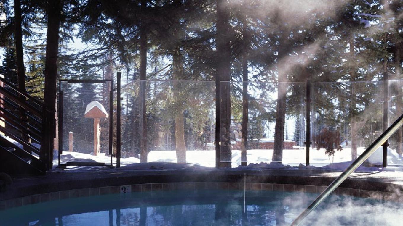 Kandahar Lodge outdoor hot tub – Heidi Long