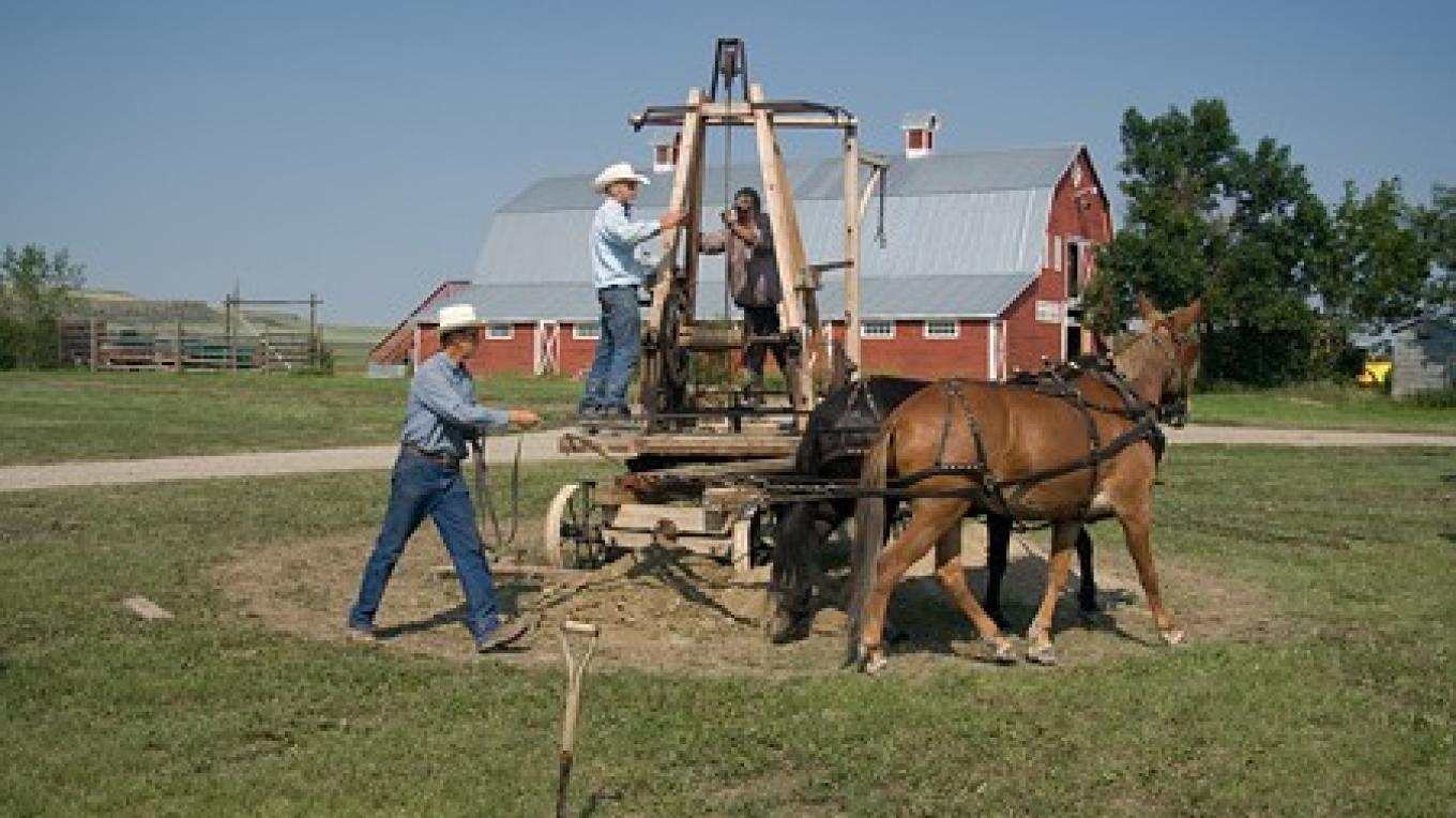Horse-powered well drilling rig – David Thomas