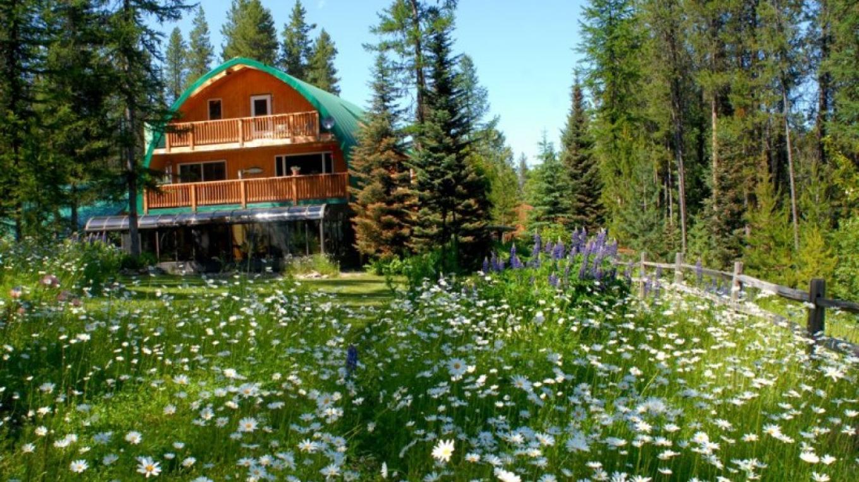 Wildflower gardens surround Moss Mountain Inn. – Raven Moss