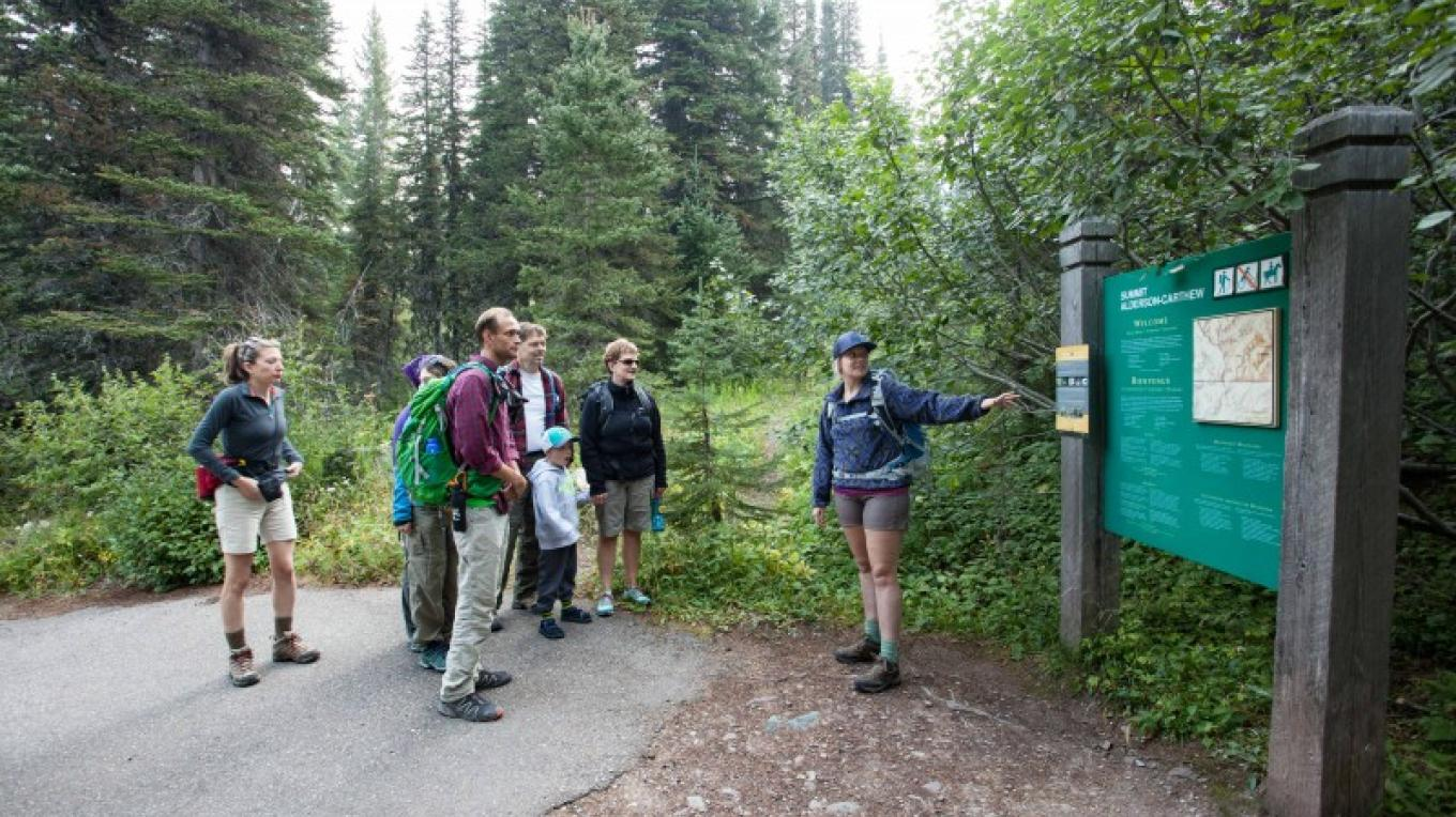 Guided Hiking – Courtesy Travel Alberta